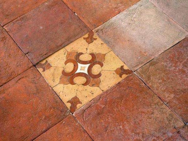 Repairing grout in floor tile