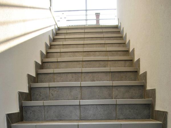 Lucidatura pavimenti sassuolo carpi trattamento parquet - Scale in ceramica ...